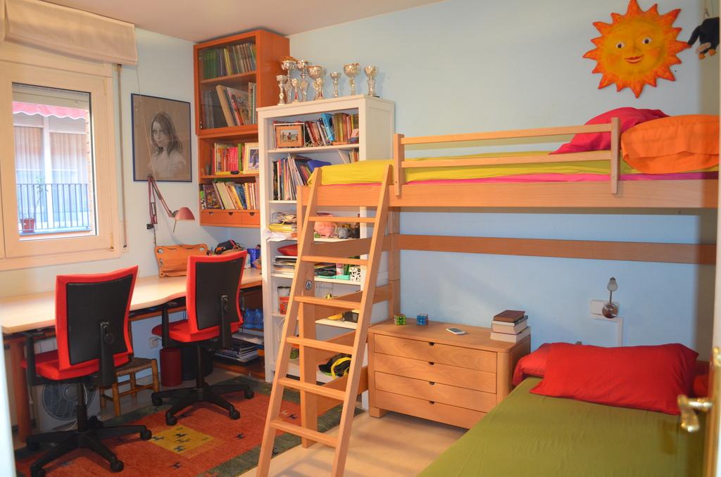 Carla and Berta bedroom