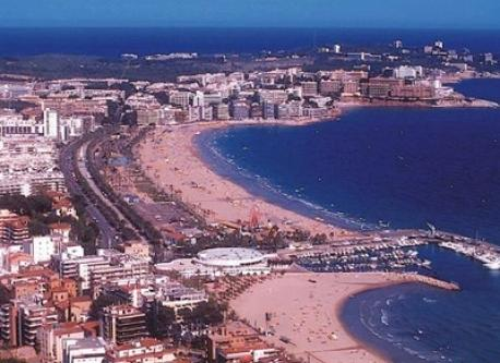 Salou beach (600 m far)