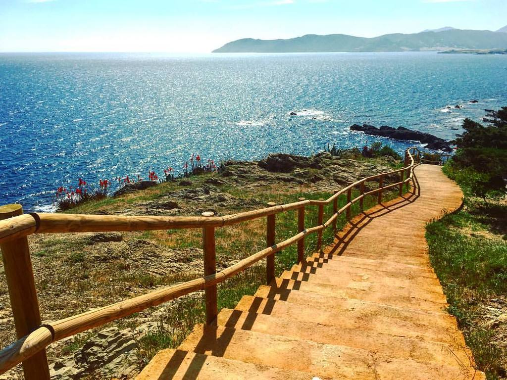 A view of the path that can be walked following all the coast.