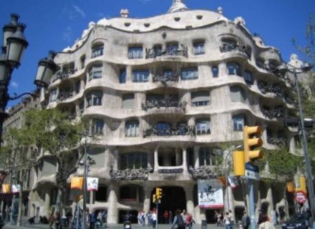 La Pedrera (Gaudí), 400 m from home