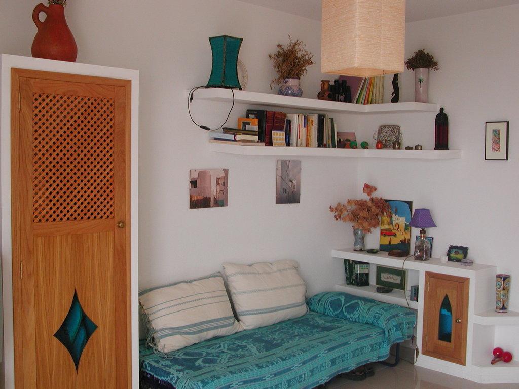 0ne bed living room