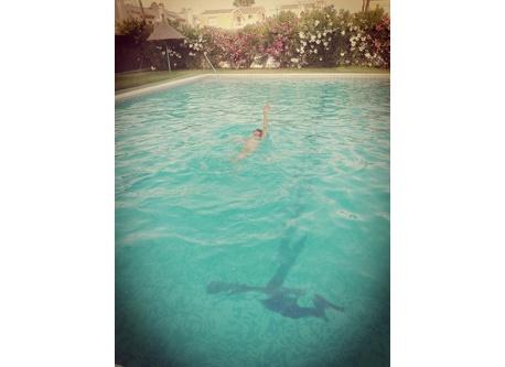 Una de las dos piscinas comunitarias