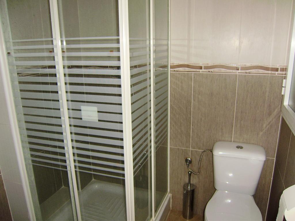 Baño con ducha en planta 1