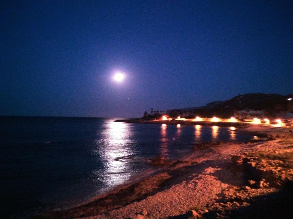Playa de las Rotas (Dénia), nocturno