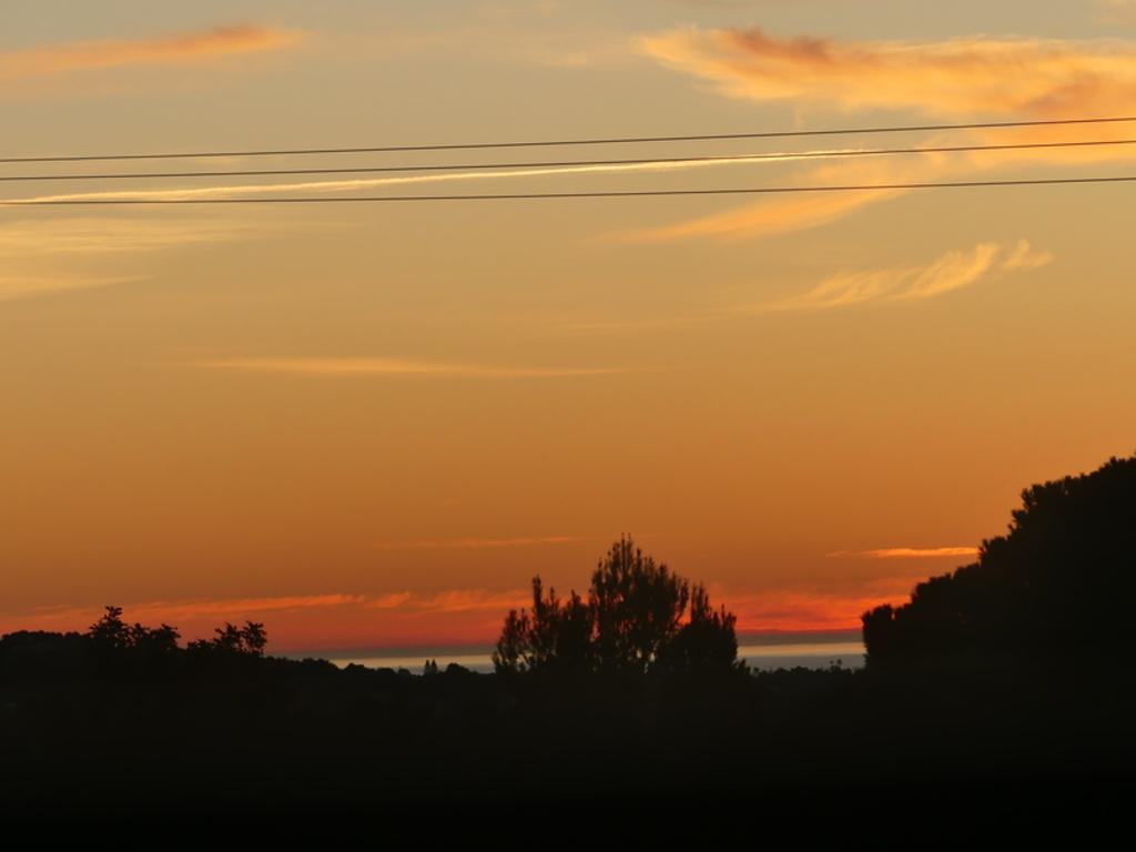 El mar en Xabia, desde casa (con teleobjetivo), nocturno.