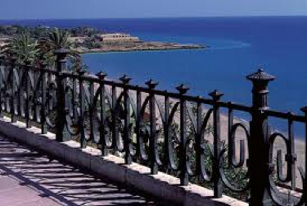 Tarragona city (45 minutes)