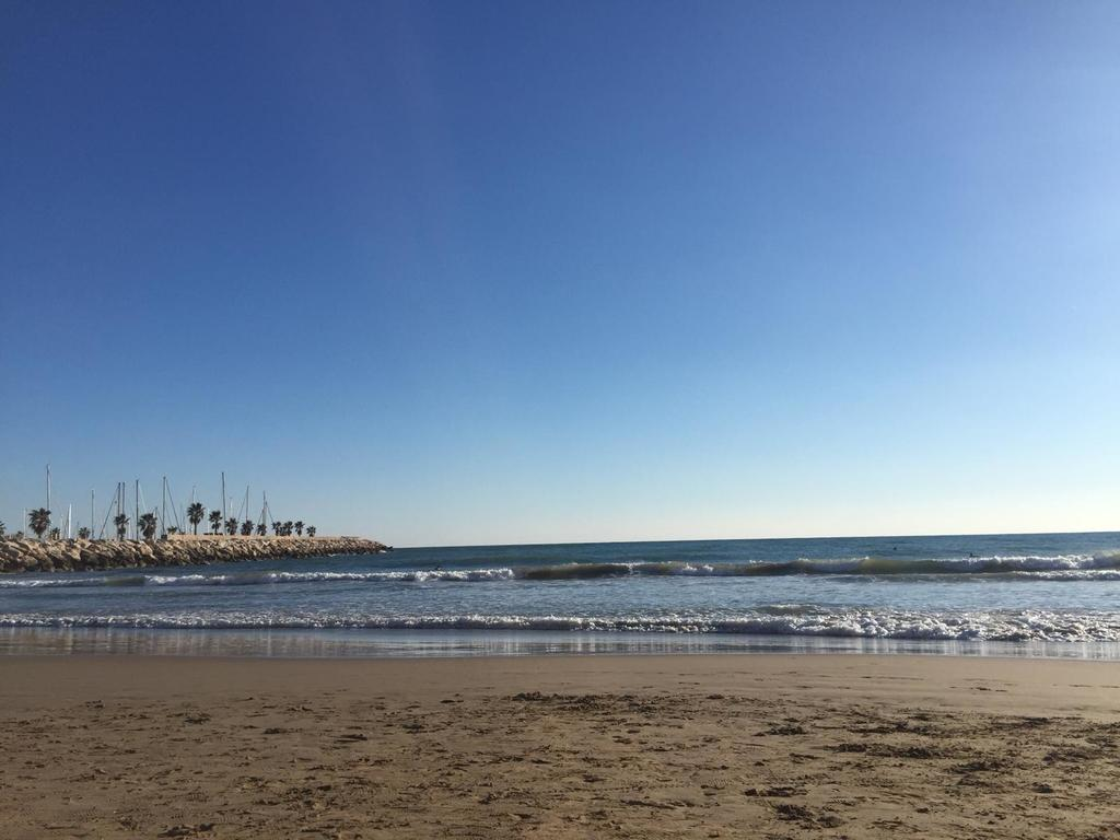 Sunny winter afternoon in Sitges (15 minutes)