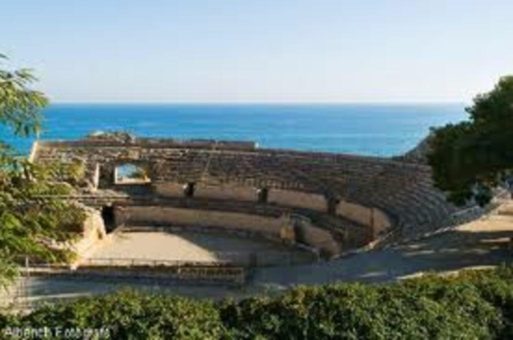 Roman amphitheather in Tarragona (45 minutes)