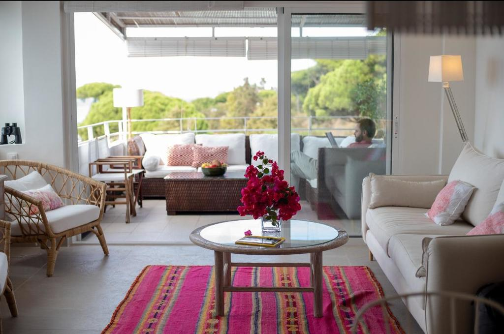 Balcony, leaving room and views
