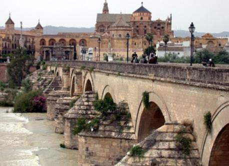 Roman bridge and the Mezquita/Catedral