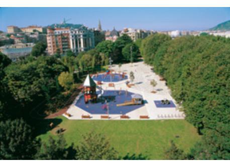Parque Araba, delante de nuestra casa/opposite our home