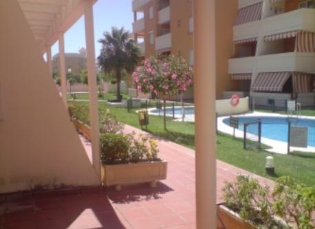 patio interior y piscina privada