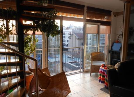 A sunny balcony (open in summer)