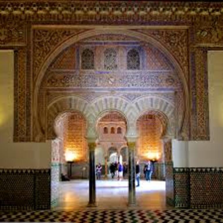 Alcázar de Sevilla (136 Km)