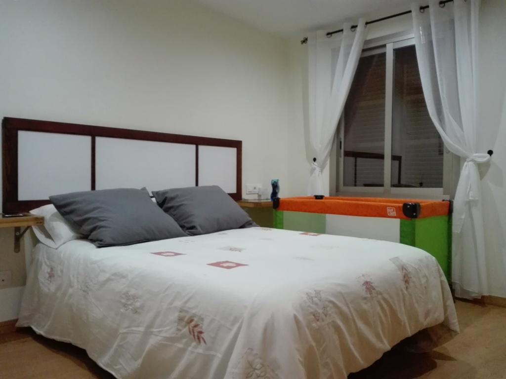 dormitorio de matrimonio con cunita (opcional)