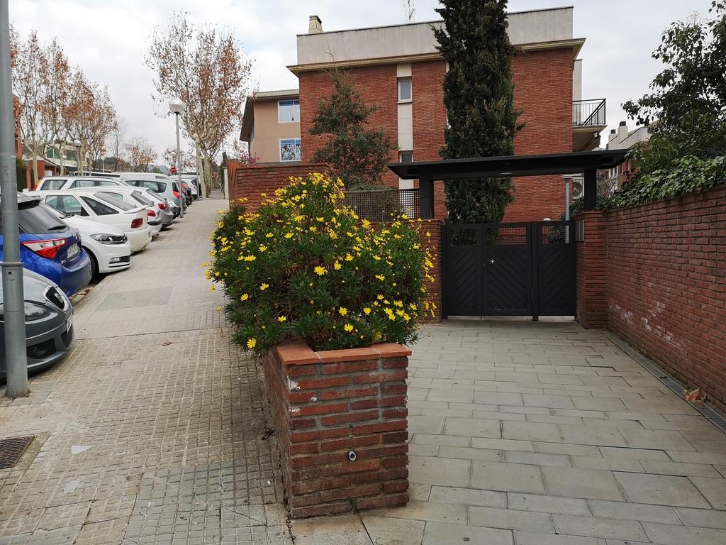 Entrance to the estate / Entrada a la comunidad