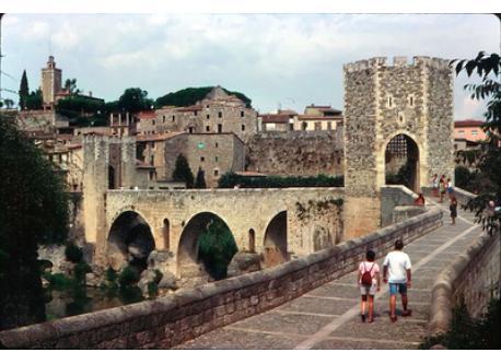 Besalú - monumental bridge