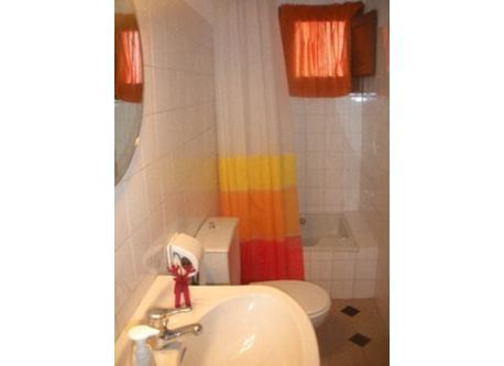 bany - bathroom