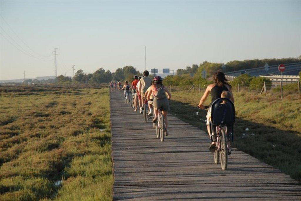 Paseo en bicicleta por el parque natural