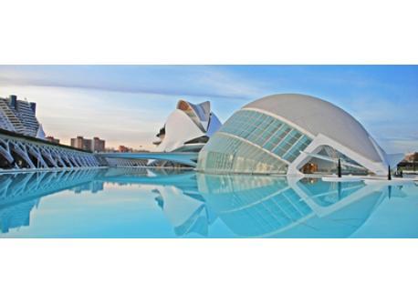 Ciudad de las Artes y las Ciencias, the emblematic touristic site in Valencia. The visit is essential.