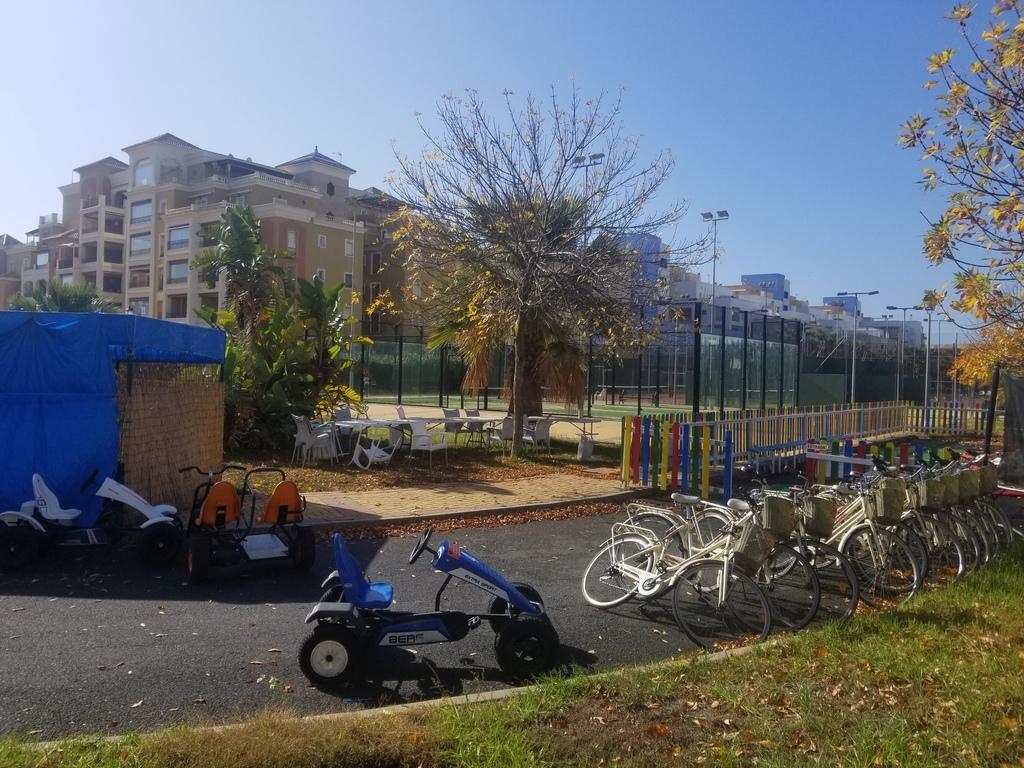 Pistas de padel, tenis, alquiler de bicicletas