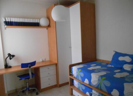 Dormitorio/Bedroom: with wardrobe, on the second floor.