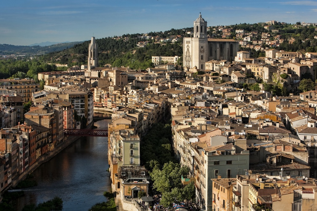 Girona, 1h 30' by train (or car)