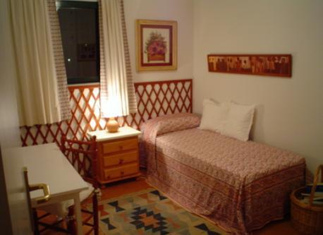 dormitorio granate