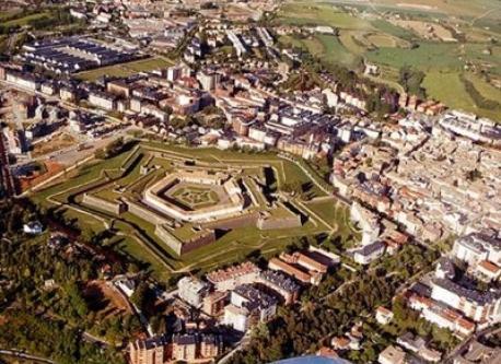 vista aerea de Jaca con la Ciudadela (castillo)