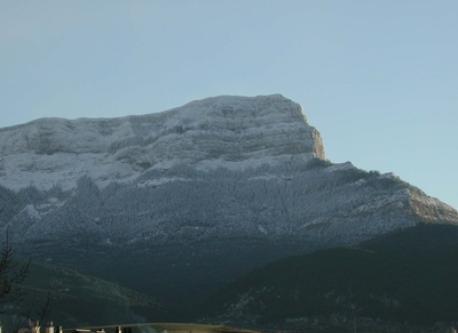 vista de monte oroel en invierno desde nuestra casa