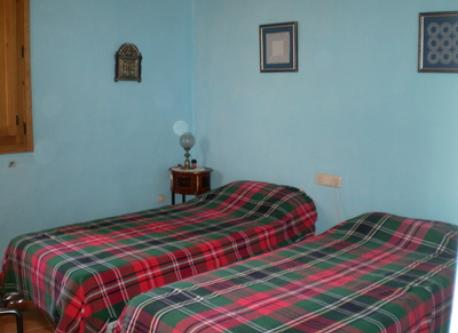 Bedroom, 2 single beds