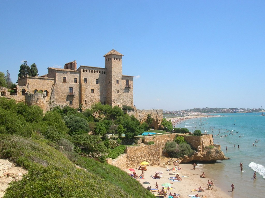 The castle of Tamarit by the beach