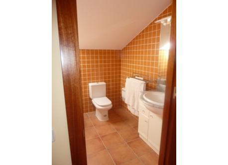 Main bathroom (picture 1)
