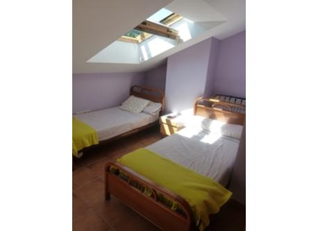 Big room with 4 beds (picture 1)