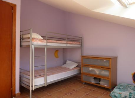 Big room with 4 beds (picture 2)