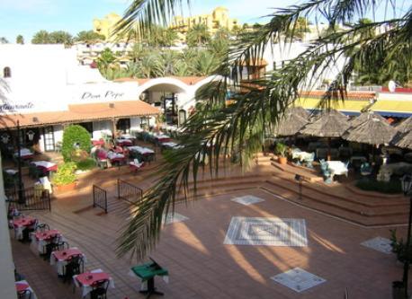 Bahía Feliz Square