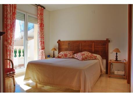 Principal bedroom / Dormitorio principal