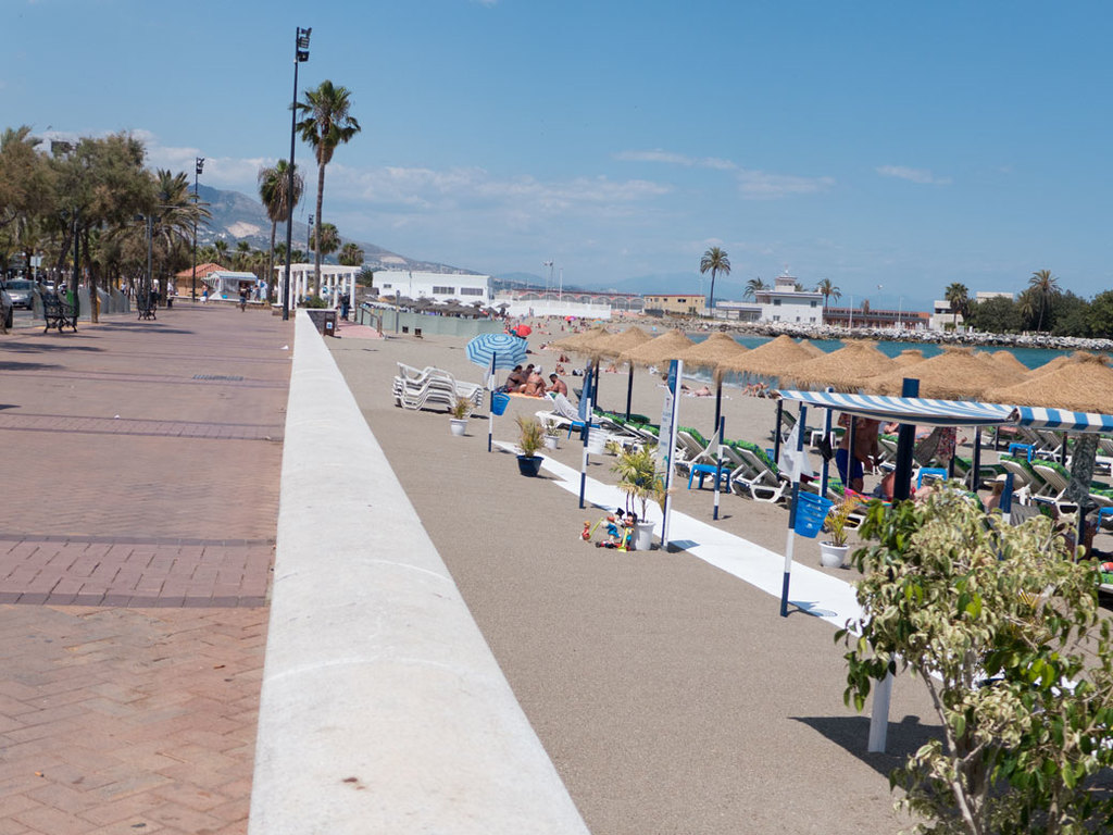 8 km long boardwalk along the beach