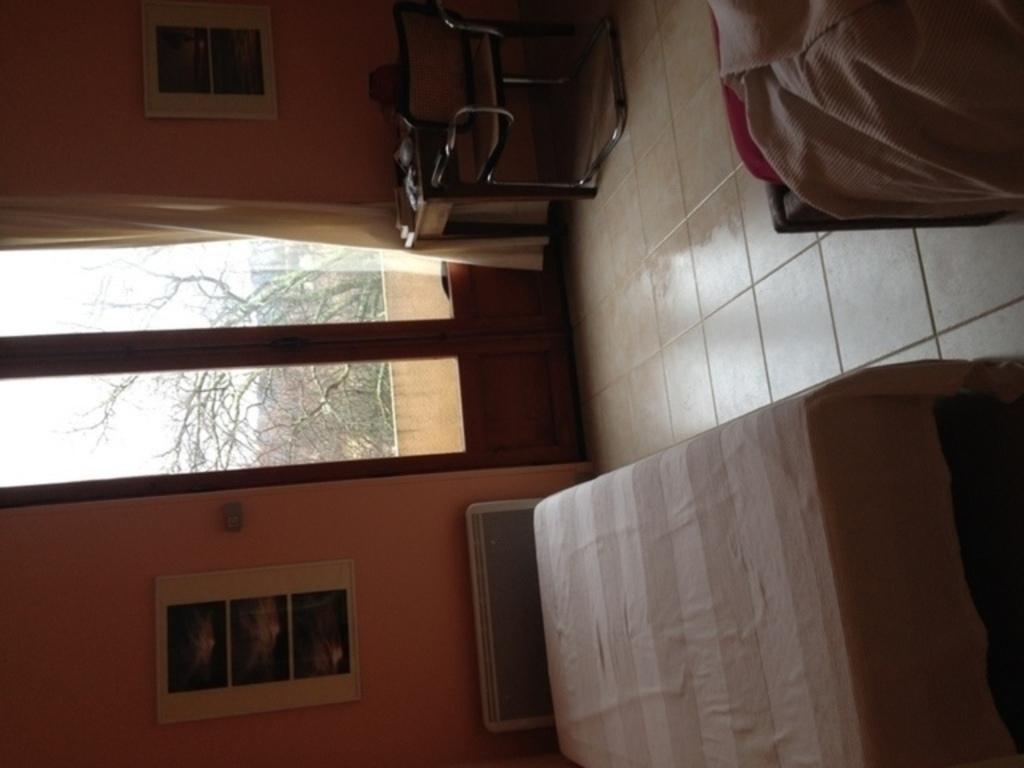 Chambre à coucher 1er étage avec 2 lits simples