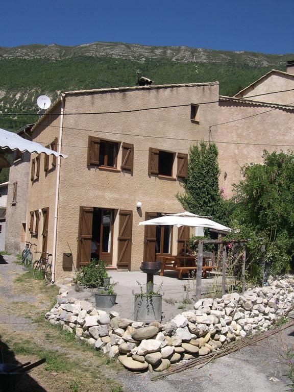 Au pied des randos en basse montagne et des lacs de Provence, entre Gorges du Verdon et Mercantour