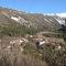Angles, le village et ses deux quartiers, la Bourgade et le Moustier, en cul de sac dans la montagne.