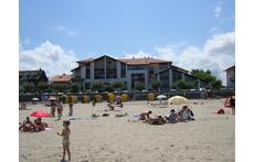 Edificio  situado en la playa de Hendaya