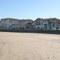 Playa de Hendaya y edificio del estudio