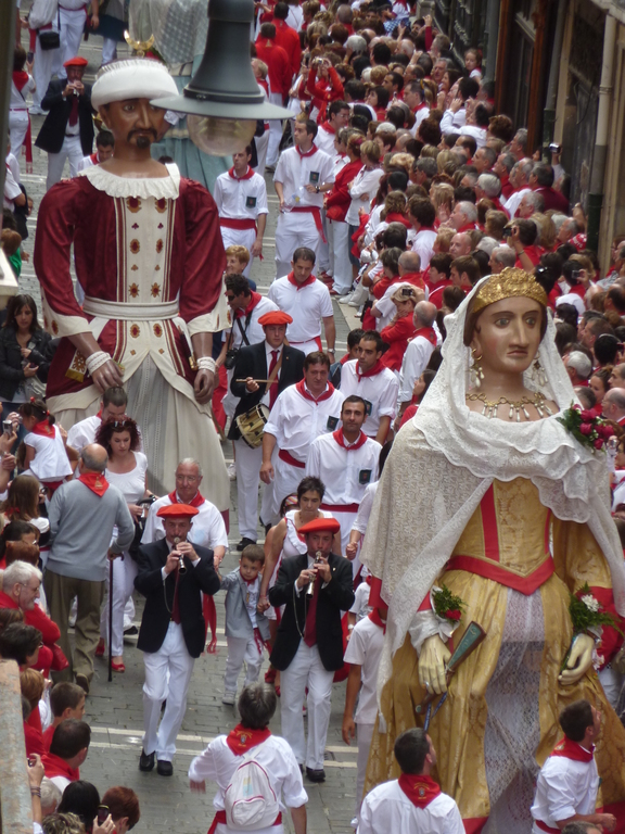 Fiestas de San Fermin .Pamplona a 90 Km.