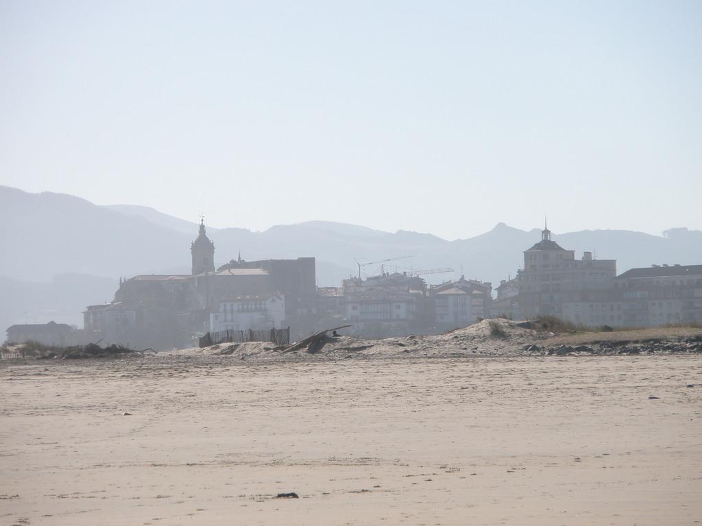Playa de Hendaya vista de Hondarribia