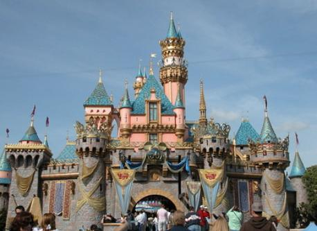 Disneyland (25 mn by car)