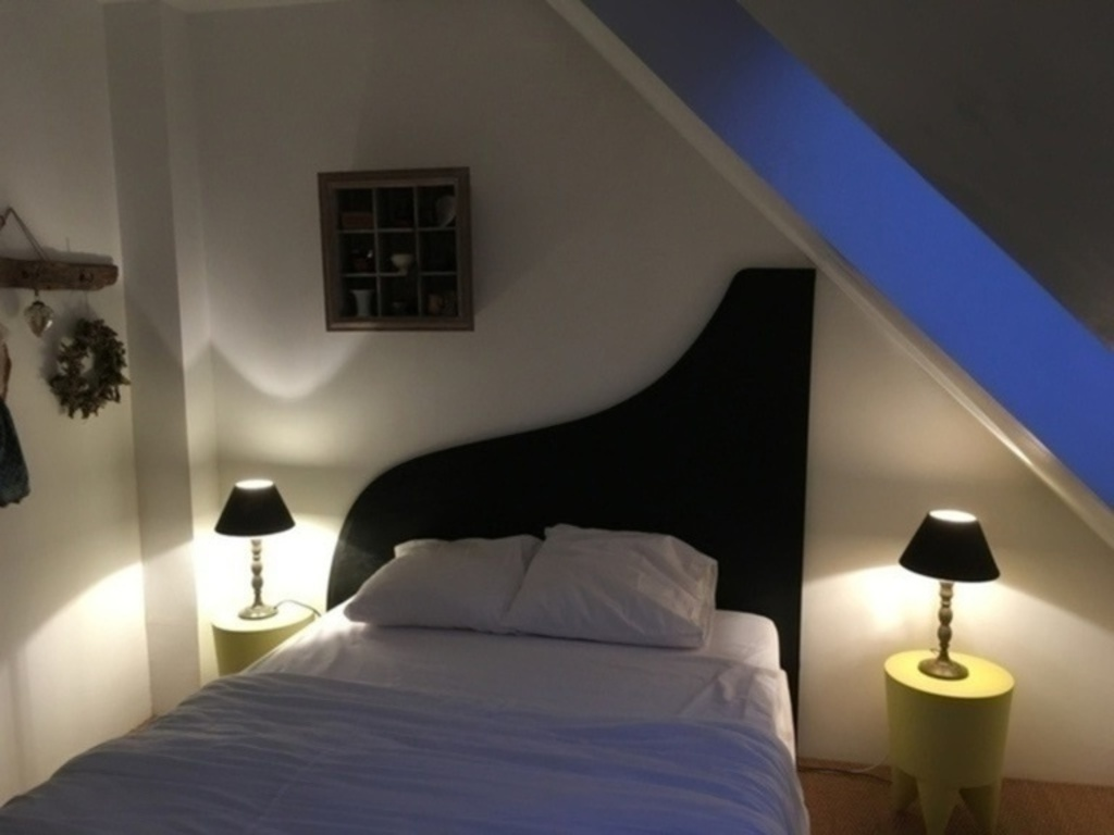 Room 3 with large size bed