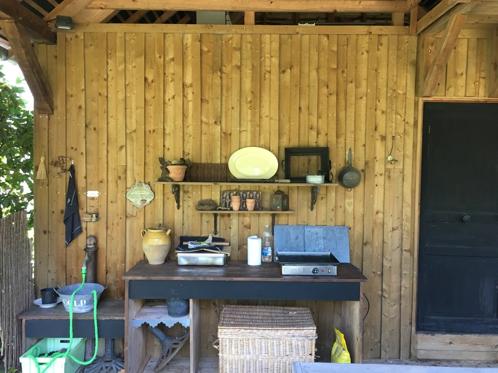 Plancha in the wooden shed