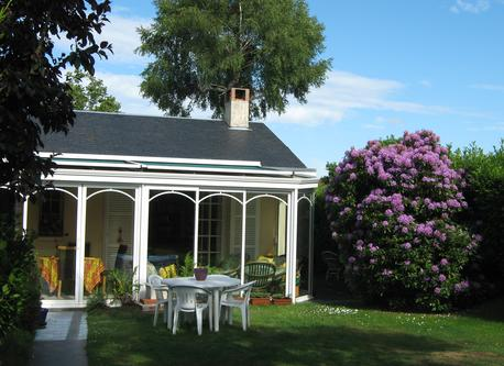 Our home - Very pleasant conservatory with sunshine from noon till the end of the day