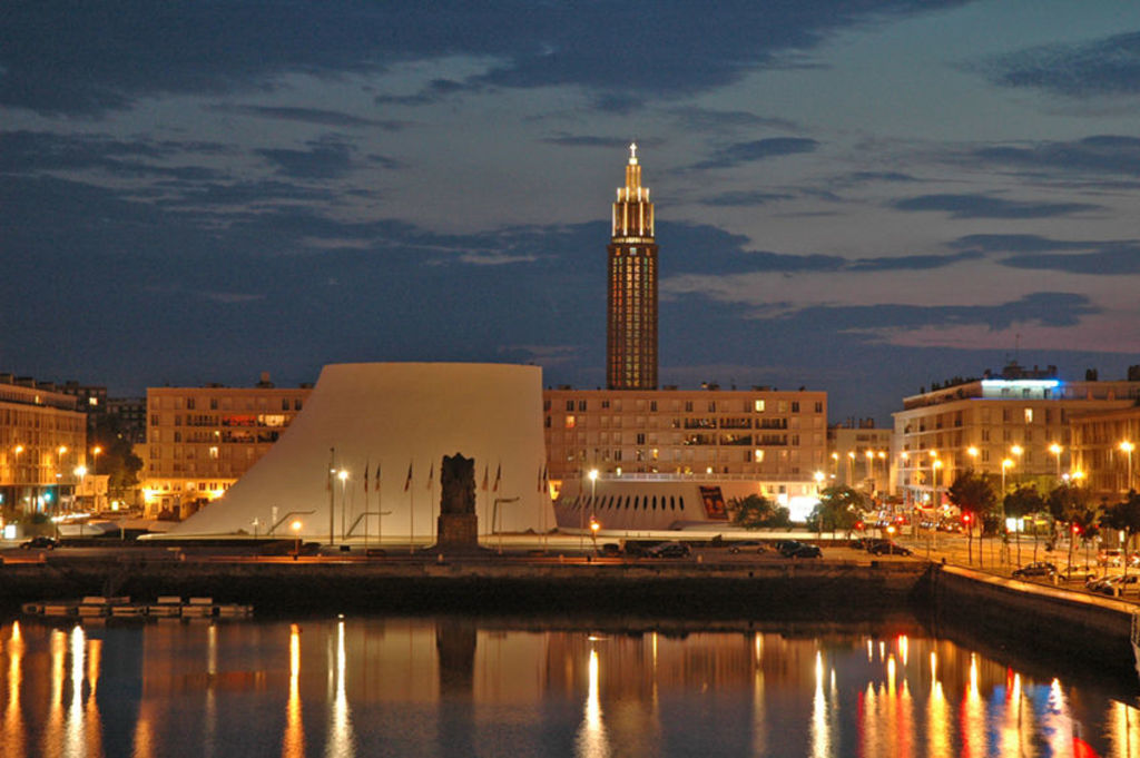 LE HAVRE BY NIGHT